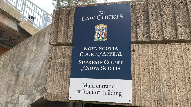 Crown attorneys to challenge letters of reprimand over October walkout